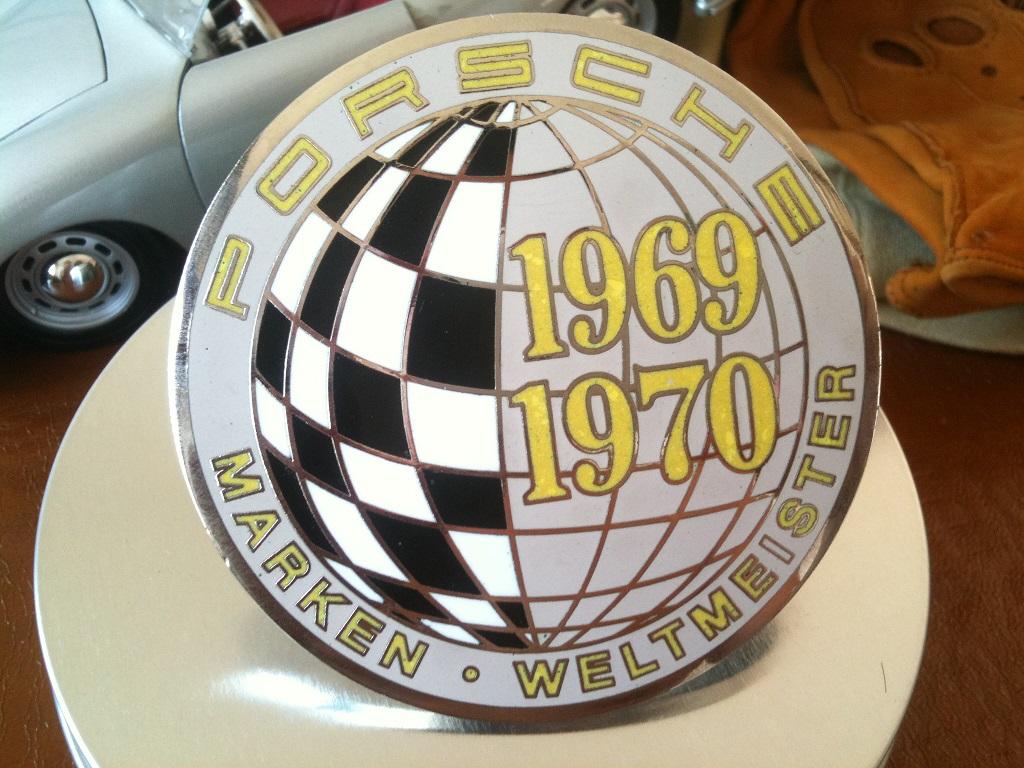 Porsche 69-70 world champion badge